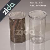 Vaso di plastica con la protezione nera. Vasi dell'animale domestico con il coperchio di alluminio