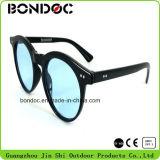 Óculos de sol coloridos da forma com Ce