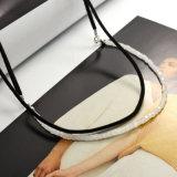 Cuir noir de Double couche avec le collier carré de foulard de talons en verre