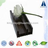 Blanc de Huazhijie et profils coulissants en bois du laminage UPVC Windows de Brown