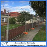 オーストラリアの標準電流を通された建築現場の一時囲うパネル