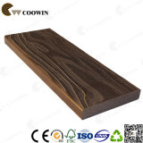 Planche à bois en bois composée résistant à l'eau au patio extérieur