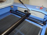 80W 100W 130W CO2レーザーTubeとのレーザーCuttingおよびEngraving Machine