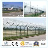 Y pulsa la cerca de la seguridad aeroportuaria, cerca del aeropuerto, valla de seguridad