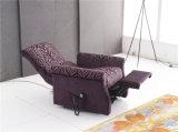 紫色カラー老人の椅子