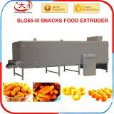 Producción alimentaria soplada de los bocados que hace la máquina