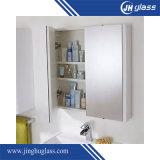 Governo di parete rispecchiato stanza da bagno illuminato