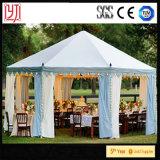 [بهرت] يعمل خيمة تلّ خيمة علبيّة مع زخرفة سقف أعلى خيمة