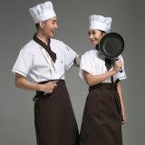 짧은 소매를 가진 면과 폴리에스테 요리사 제복의 혼합