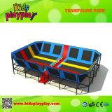 Salto hecho modificado para requisitos particulares parque de interior del trampolín