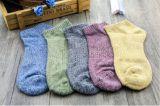 Klare reine Baumwollbequeme Unisexknöchel-Socke