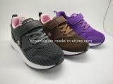 Flyknitの文書が付いている子供の通気性のスポーツの運動靴