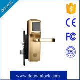 Sistema do fechamento magnético para a porta de madeira
