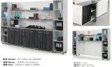 Sitio de trabajo modular de la oficina de color claro moderna en diseño cruzado