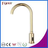 Faucet automático dourado da bacia da torneira de água do sensor da garganta do ganso