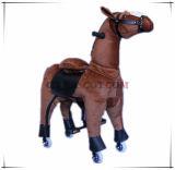 Conduite mécanique populaire neuve sur le jouet de peluche de cheval pour des gosses