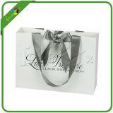 Le cadeau estampé par logo fait sur commande met en sac en gros
