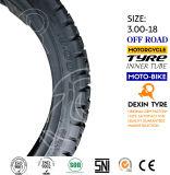 도로 타이어 기관자전차 떨어져 아프리카인은 모터바이크 기관자전차 타이어 기관자전차 타이어 3.00-18를 분해한다