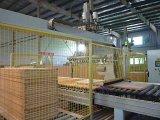 آليّة يحمل الإنسان الآليّ لأنّ قالب خشبيّة