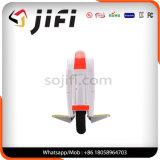 Individu solo de roue équilibrant le scooter électrique