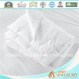 Piuma e giù Comforter bianchi dell'oca del Duvet di colore solido giù