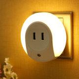 Luz de la noche del LED con el cargador dual de la placa de pared del USB del sensor ligero para el enchufe UE/USA del dormitorio