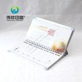 Calendario di scrittorio blu e bianco di stampa del reticolo della porcellana