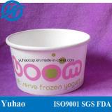 Светлое бумажное мороженное придает форму чашки белый цвет