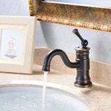 De olie wreef het Enige Handvat van de Tapkranen van de Badkamers van het Brons