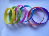 Fascia di manopola su ordinazione del silicone del braccialetto del silicone del commercio all'ingrosso del Wristband del silicone
