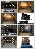 Verkehrs-Pfeil-Vorstand mit Leuchtfeuer