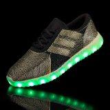 女性の人の余暇の靴LEDライトは卸し売り製造所中国に蹄鉄を打つ