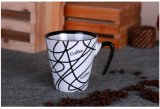 De creatieve Mok van de Koffie met de Slogan van het Embleem als Gift van de Kop van Kerstmis