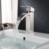 Faucet de lavabos contemporâneo da cachoeira do Faucet do dissipador da vaidade do único punho do Faucet do banheiro com o grande bico retangular extra, niquelar escovado