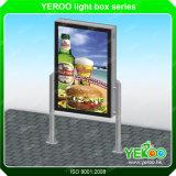 ライトボックスのコラムを回す耐久の広告装置ポスター