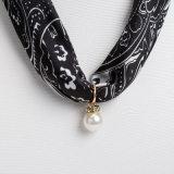 女性の絹のネックレス、スカーフ