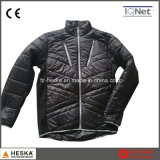 Новая зима проложила выстеганную куртку
