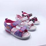 der Sommer mit 2016 Schuhen der Qualitätsformkindsandelholzmädchensandelholzkindsandelholze beiläufigen bereift Einspritzungschuhe PU-Gummi llight