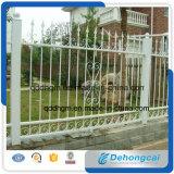 別荘のための高品質の塀、装飾用の塀、安全塀、耐久の塀、現代錬鉄の塀または庭