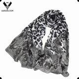 女性はレトロの花および動物パターンヒョウの絹のスカーフを卸し売りする