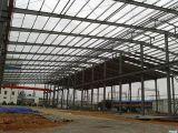 Taller de la estructura de acero con el panel del tragaluz