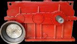 Coser el reductor helicoidal del engranaje con el motor