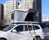 Toute la tente dure sur terre de dessus de toit d'interpréteur de commandes interactif de saison