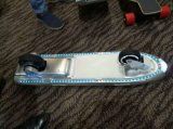 遠隔コントローラが付いている2つの車輪のセリウムの電気スケートボード