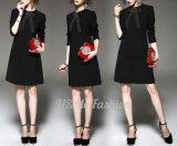 普段着のちょうネクタイの女性のためのカラーによってボタンをかけられる設計事務所の服