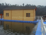 川の浮遊木の家