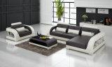 Sofás contemporâneos da sala de visitas com o sofá secional mais a única cadeira