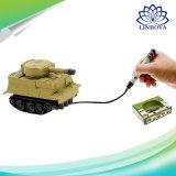 Penna magica del serbatoio del giocattolo dell'esercito che estrae i mini giocattoli induttivi dell'automobile per i capretti