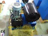 Machine étampante sertissant le boyau hydraulique