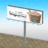 Двойник встал на сторону дорога колонки рекламируя напольную афишу большого формата